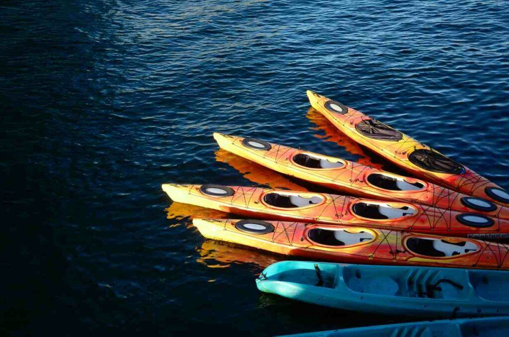 Best kayak brands - Kayaks on the water ready and waiting